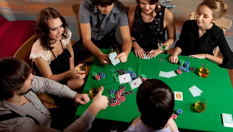 Juegue con € 100 gratis glosario de poker-370506